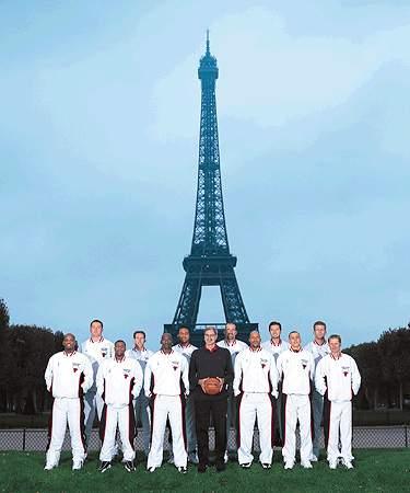 Les Bulls de Chicago au pied de la Tour Eiffel